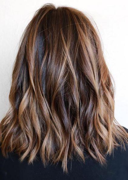 Schichthaarschnitt – Brünette Balayage-Frisuren für mittellanges Haar