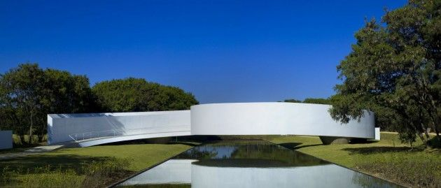 Japanese Immigration Memorial by Gustavo Penna and Associates