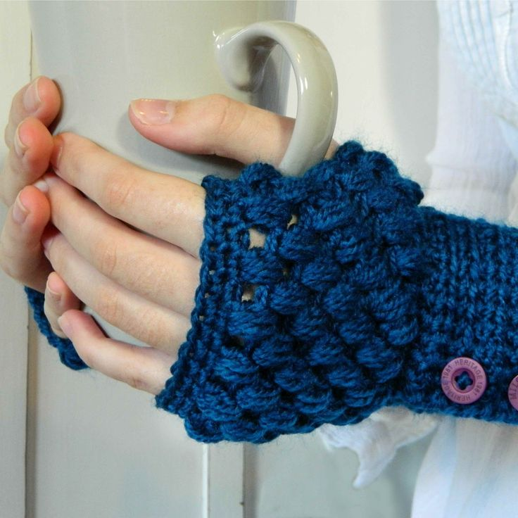 A different take on fingerless mitts. CUTE!