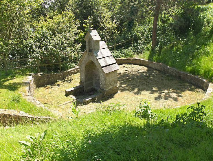 SAINT-POL-DE-LEON : Fontaine Saint Roch