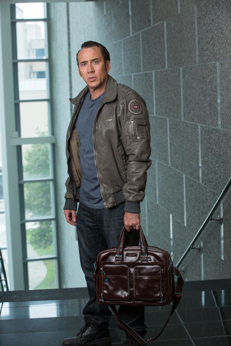 Nicolas Cage z torbą na MacBook Air® Piquadro, dostępną w Butiku Multicase lok. 1.50, 1 piętro, w Centrum Handlowym Atrium Promenada.