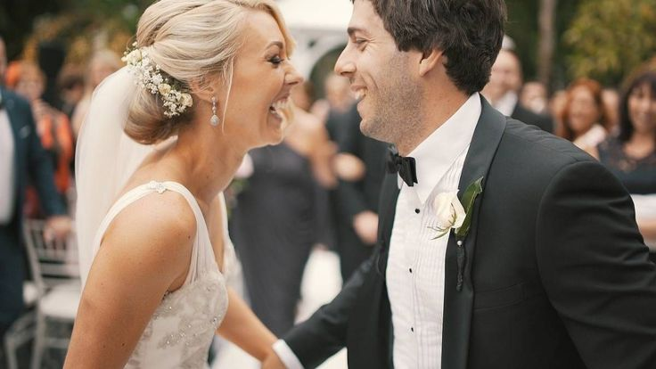 Here are some tips on how to write your own wedding vows that are both simple and meaningful. #weddingdaytips