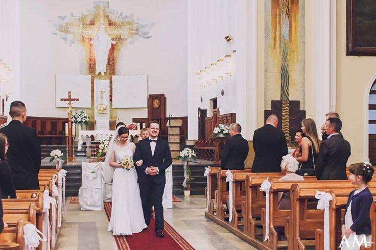 To była piękna wrześniowa sobota - i równie piękni: Aneta i Maciek.Uwielbiam takie śluby, gdzie sympatia do Młodych elektryzuje powietrze podczas ceremonii :)A wesele było tak roztańczone, że nawet obsługa była pod wrażeniem!