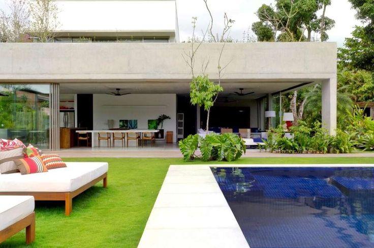 A casa de praia em Paraty foi concebida para ser um projeto ao mesmo tempo com traços contemporâneos e rústicos. Para atingir o objetivo, a…