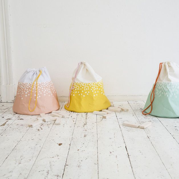 Mountain-shaped toy bags