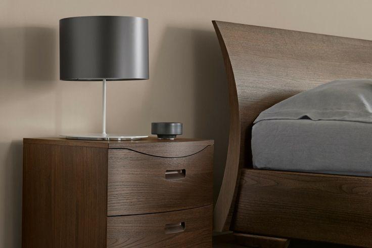 Camera da letto in vero legno 452 - dettaglio comodino e testiera curvata | Napol.it