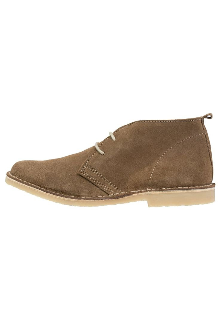 ¡Consigue este tipo de zapatos con cordones de Pier One ahora! Haz clic para ver los detalles. Envíos gratis a toda España. Pier One Zapatos con cordones beige: Pier One Zapatos con cordones beige Zapatos   | Material exterior: piel, Material interior: piel, Suela: fibra sintética, Plantilla: cuero | Zapatos ¡Haz tu pedido   y disfruta de gastos de enví-o gratuitos! (zapatos con cordones, laces, lace-up, laceups, brogue, oxfords, trench, cap, vestir, acordonado, acordonados, cordón, bl...