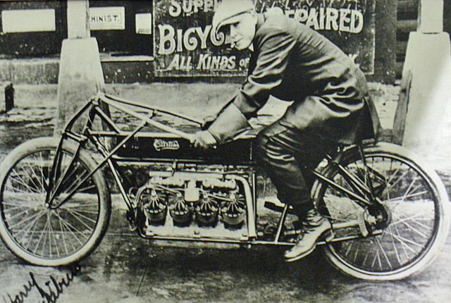 Musings Of A Motorcycle Aficionado........: Glenn Curtiss made his own Aircooled V8 and tested it at Ormond Beach (near Daytona) by setting an all out world speed record. For all vehicles !! Fastest thing ever created up to that time !