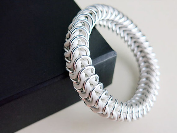 White Chainmaille Bracelet - White and Silver Stretch Bracelet by @AlycenMaille,   #summertrends #uniquejewelry