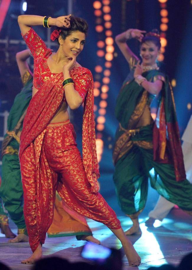 Priyanka Chopra at Guild Awards in Maharashtrian style sari - the Bollywood version