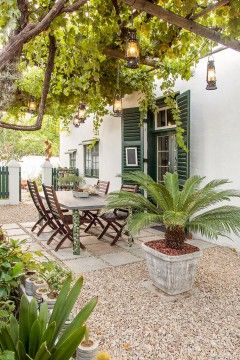 Guide to Graaff-Reinet accommodation.