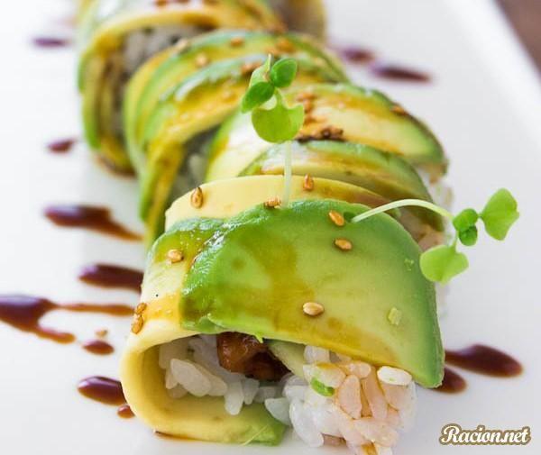 Рецепт Суши ролл с угрем и авокадо. Приготовление   блюда