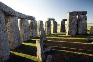 El Universal 140827 - Cultura - Hallan 15 megalitos subterráneos en Stonehenge