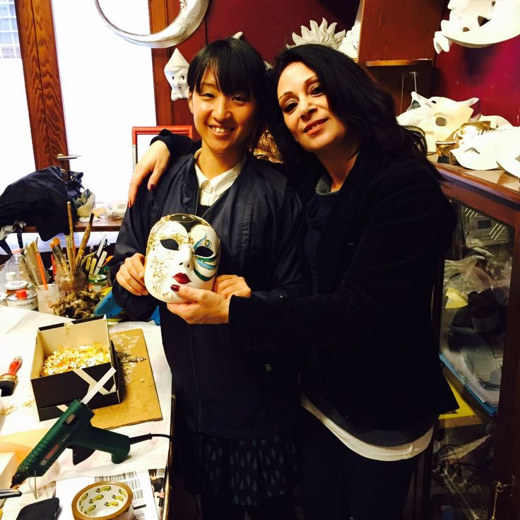 Workshop done and look at the result!? Well done to the student and to the teacher!!  Book your workshop on how to decorate a papier mache mask in Venice on www.marega.it