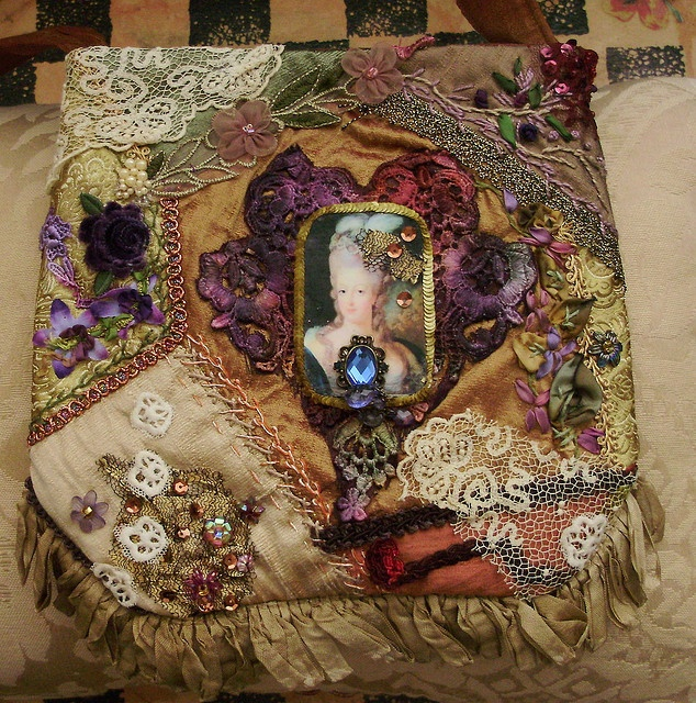 I ❤ embroidery & crazy quilting . . . Very regal purse ~By moananui2000