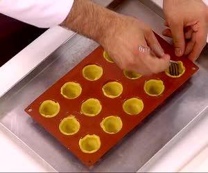 La video ricetta delle tartellette di Luca Montersino, un'altra meraviglia della pasticceria mignon proposta dal grande chef pasticciere