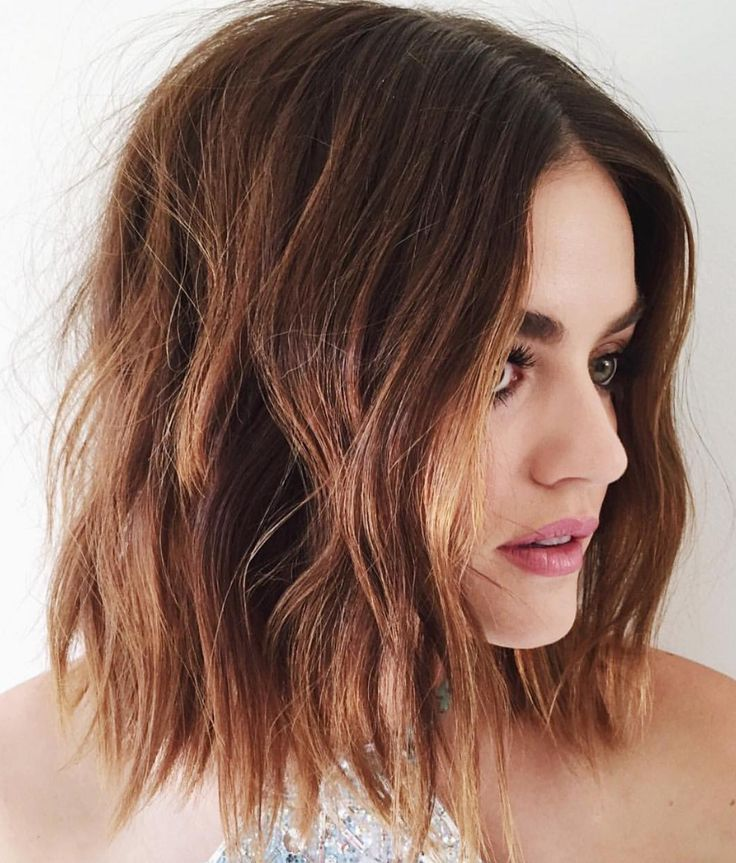lucy hale cabelo messy/ bob hair