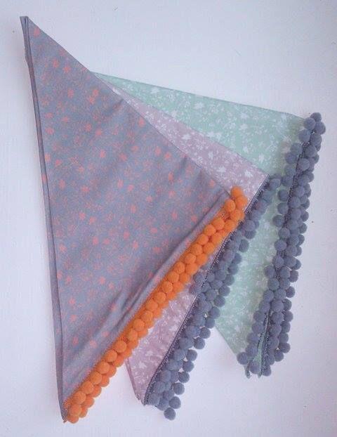 Te dziewczęce, wiosenne chusteczki powstały z drukowanego u nas Kretonu :) Projekt: https://www.behance.net/agatalesser