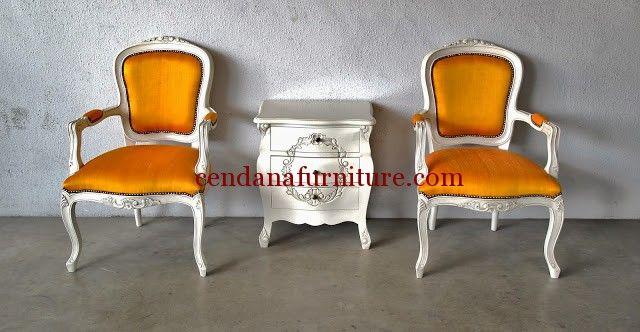 Set Kursi Louis Orange Side Table