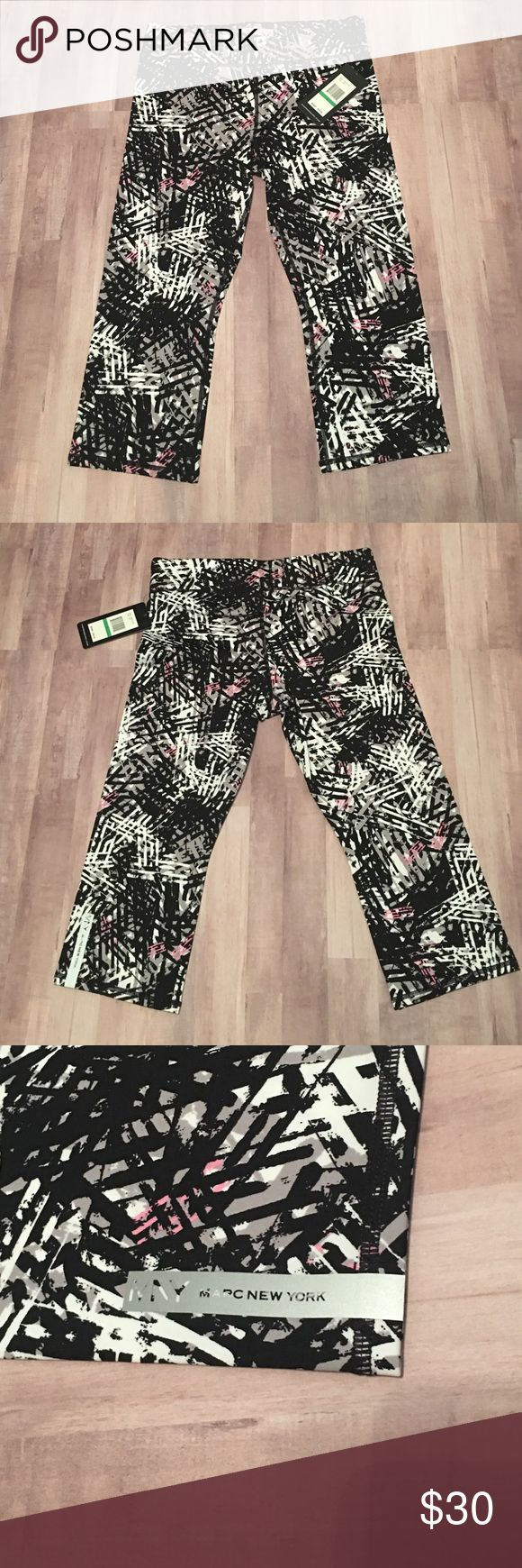 """NWT Andrew Marc Performance Crop Leggings Beautiful Crop Leggings. Great for SoulCycle! Inseam approximately 19"""" Andrew Marc Pants Leggings"""