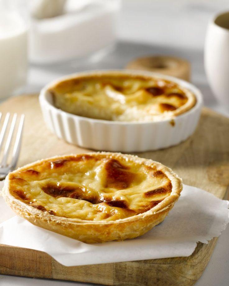Rijsttaart is een geliefde Vlaamse klassieker die makkelijk zelf te maken is. Met dit recept kan je ook verschillende kleine taartjes maken, extra schattig.