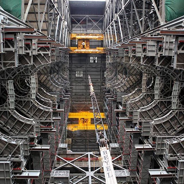 explorenasa NASA reached a key milestone in the Vehicle Assembly Building (VAB) at the agency's Kennedy Space Center in Florida. A year of platform installations came to conclusion in January as the final work platform, A north, was lifted, installed and secured recently on its rail beam on the north wall of High Bay 3 inside the iconic facility.  The installation of the final topmost level completes the 10 levels of work platforms, 20 platforms halves altogether, that will surround NASA's…