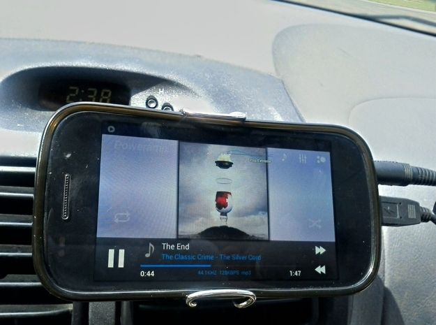 Use a binder clip to make a car stand for your phone if you are using it as GPS. | 29 Simple Road Trip Hacks You Need To Know