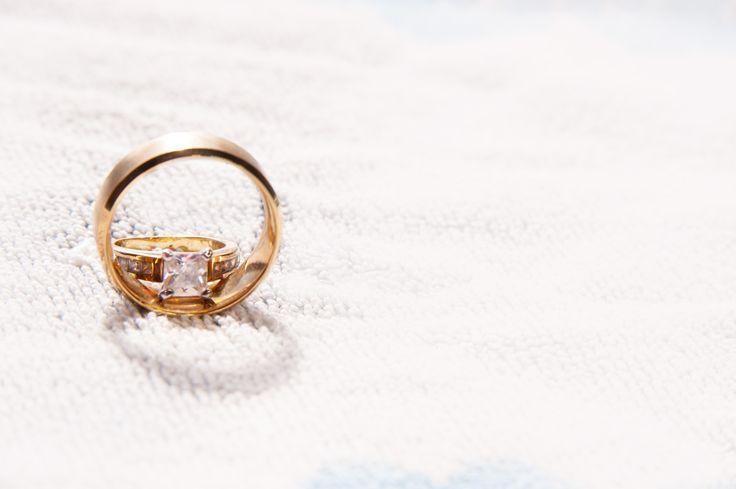 Wedding rings Winnipeg area photographer