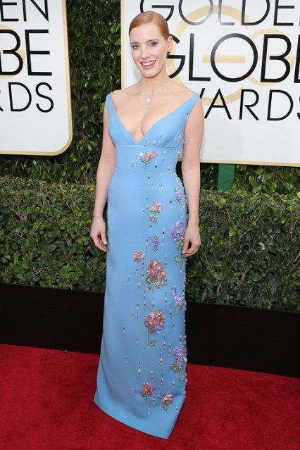 Jessica Chastain in Prada ai Golden Globe Awards 2017 http://www.theauburngirl.com/best-dressed-of-the-weeks-golden-globes/