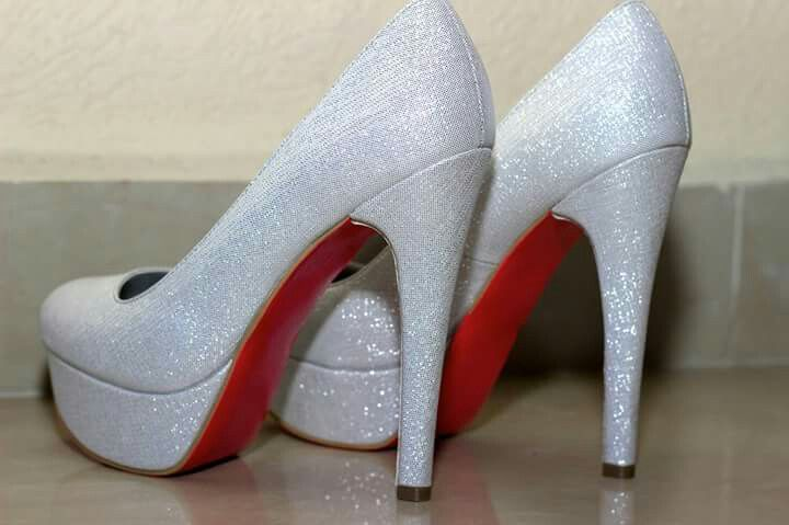Tacones suela color!!