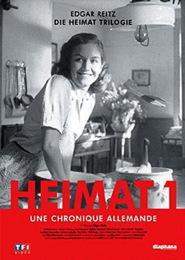Espace Culture 790 REI HEI. Edgar Reitz raconter l'histoire de son pays, l'Allemagne, à travers le destin de la famille Simon, originaire du village de Scabbach, sous la forme d'un feuilleton télévisé. Trilogie complète : Heimat 1 (1919-1982), Heimat 2 (1960-1970) Heimat 3 (1989-2000).