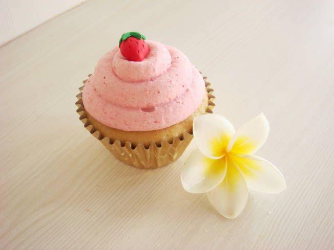 Strawberry cupcake @ Ole Ole Ollie Echo Beach Bali