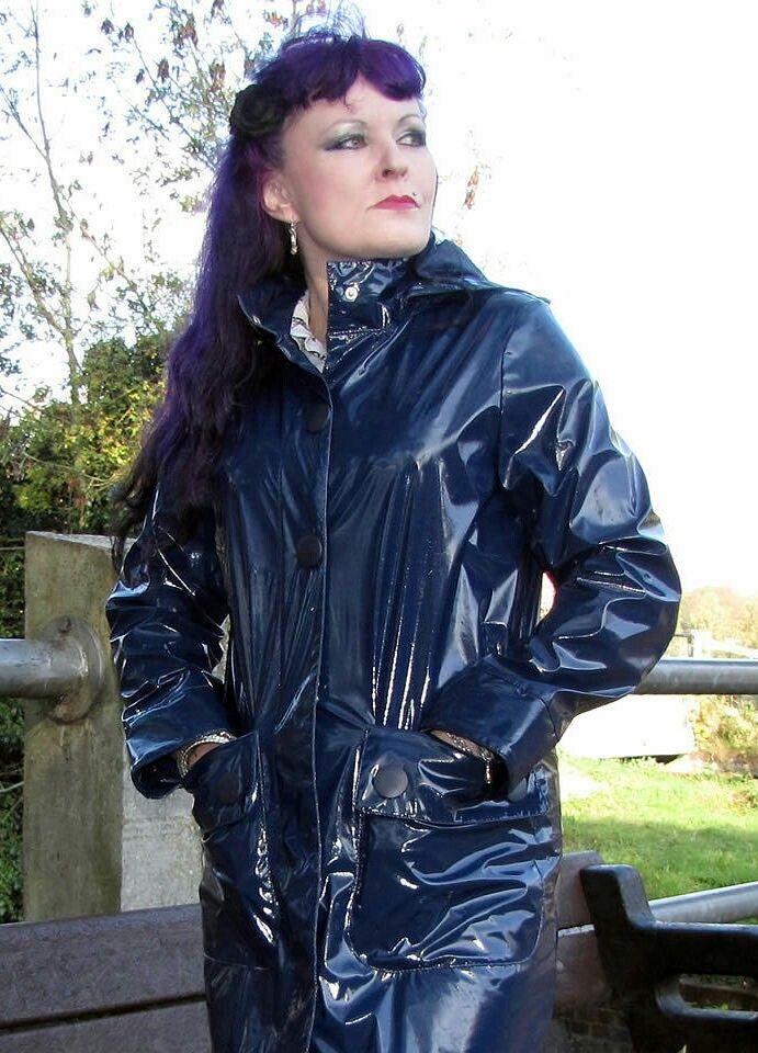 blue raincoat Helena fm61