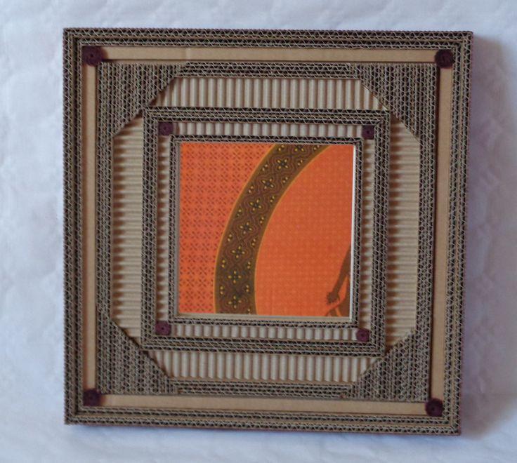 Miroir carré en dentelle de carton et carton ondulé marron