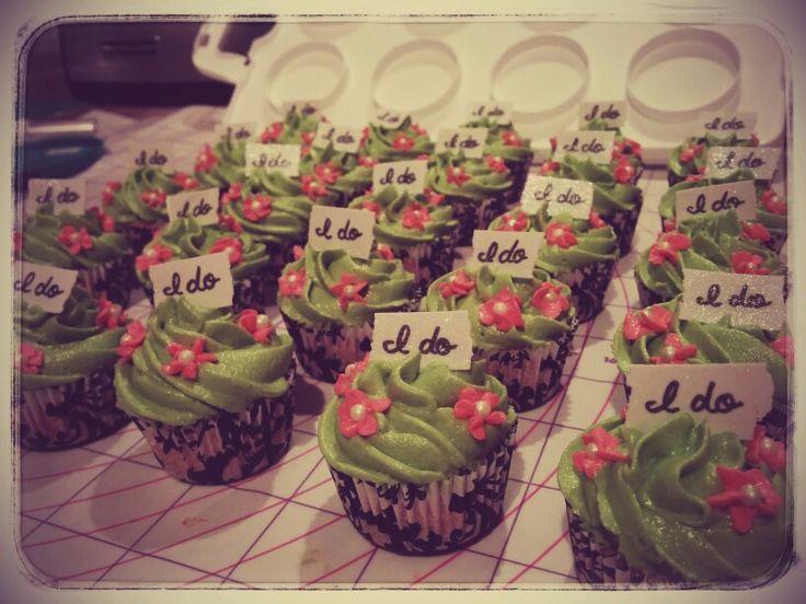 "Bridal shower ""I do"" mini cupcakes"
