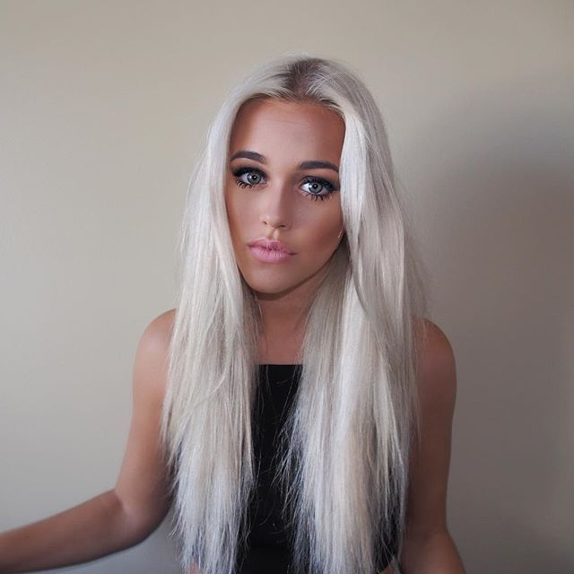 Lottie Tomlinson just turned 17 years old, and she celebrated by dying her hair bubblegum pink. We know she works closely with One Direction's...