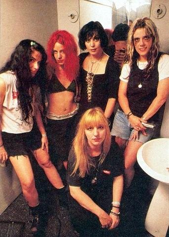 L7 & Joan Jett stinky ass rock girls!!! ♥ it