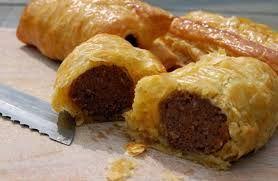 Saucijzenbroodjes horen al zeer lang in onze keuken thuis. En thuis smaken ze het lekkerst. Op Nederlands Dis ook recepten voor kleine broodjes en vegetarische broodjes ( inclusief een mooi recept voor lekker vegetarisch gehakt)...