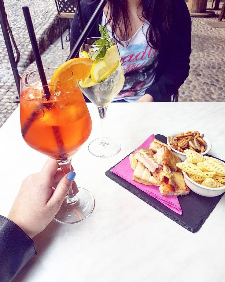 """""""Mi piace"""": 42, commenti: 3 - Alice • 🎀 • Italy • 1995 (@aliis.s) su Instagram: """"Dopo questa settimana """"super leggera"""" uno spritz con la mia amichetta penso di meritarmelo 👐"""""""