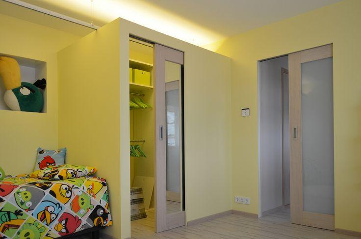 Eclisse mahdollistaa myös tila tilassa -toteutukset, kuten huoneen sisään rakennetut erilliset vaatehuoneet, pukeutumistilat tai varastot. Seinän sisään liukuva ovi tekee tilakokonaisuudesta yhtenäisen ja saumattoman.