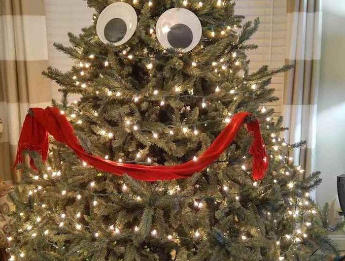 Lustige Bilder zu Weihnachten - lustige Dekoration zu Weihnachten, ein Tannenbaum mit Gesicht