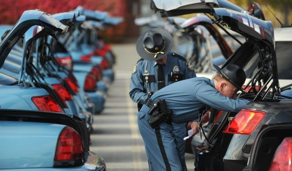 2014 maine state police leaders inspect the troopers and for Department of motor vehicles bangor maine