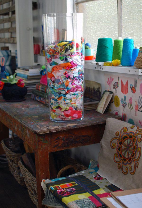 Diy id e d co remplir un grand vase transparent avec for Idee deco pour grand vase transparent