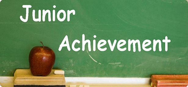 O programa Junior Achievement é um projeto bem interessante de ONGs para melhorar a troca de informações e conhecimentos entre várias classes sociais.