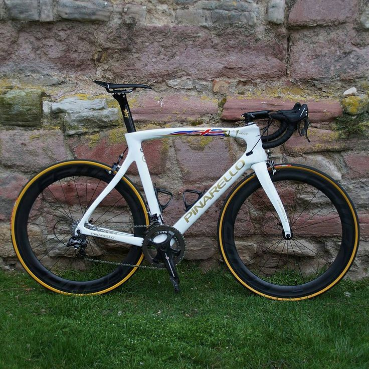 Pinarello Dogma F8, Campagnolo groupset and FFWD wheels..