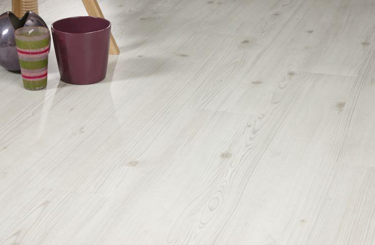 25 beste idee n over donkere laminaat vloeren op pinterest laminaatvloer donkere vloeren en - Beige warme of koude kleur ...