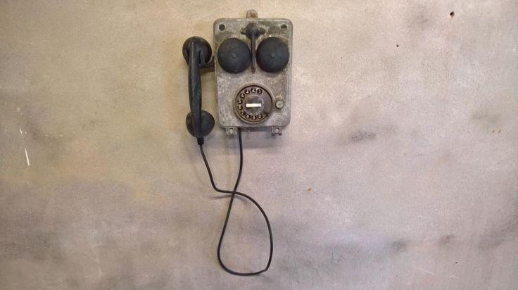 Industrial Oldy: Industriele waterdichte telefoon. Dit oudje is goed bewaard gebleven uit een oude waterfabriek. Met recht een uniek exemplaar in je interieur