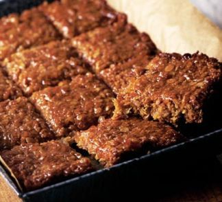 Golden syrup flapjacks Add a bit more syrup, and anything you can think of for extra flavour: raisins, citrus zest, cranberries,.. 20 minutes, 180°C