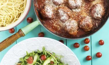Italienska kalvköttbullar i tomatsås med parmesan