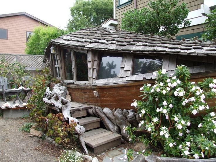 23 old boat made into guest house bodster